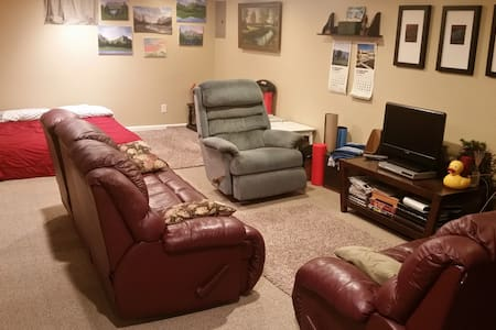 Entire Finished Basement All To Yourself - Independence