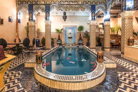 Chambre rouge avec vrai piscine Riad Marrakech - Marrakesh