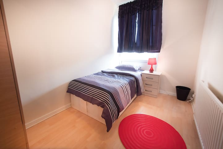 Single Room in Bow next to station