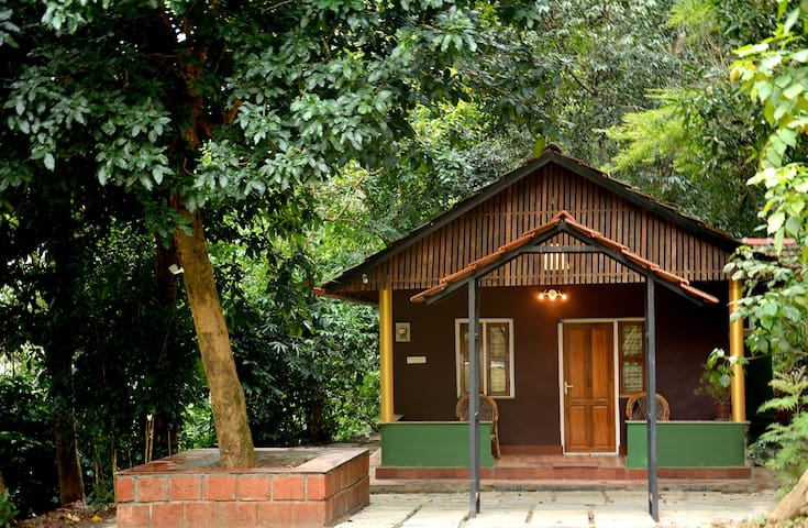 Jaguar Paw Jungle Cottage - Forestree Wayanad