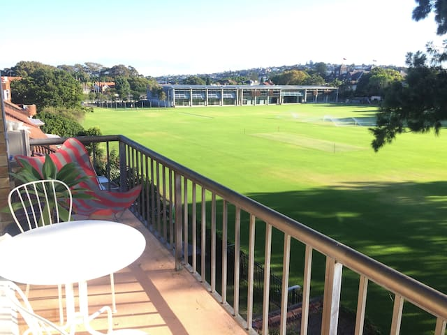 Light and bright 1 bedroom unit in sunny Rose Bay - Rose Bay - Lägenhet