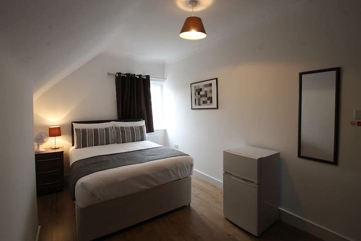 Modern room 10 min from Central London