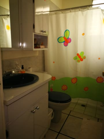Baño exclusivo para huésped/Bathroom for the guest