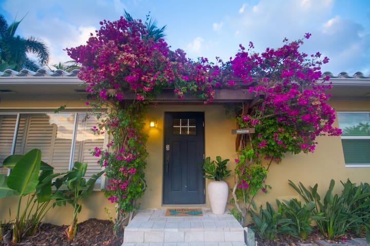 Capri Blu Cottage II - tropical inspiring studio.