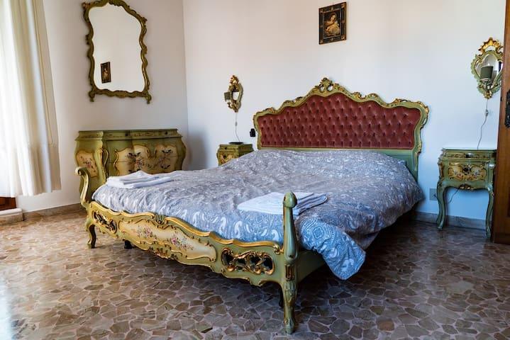 Stanza in stile veneziano(Villa mostra del cinema)