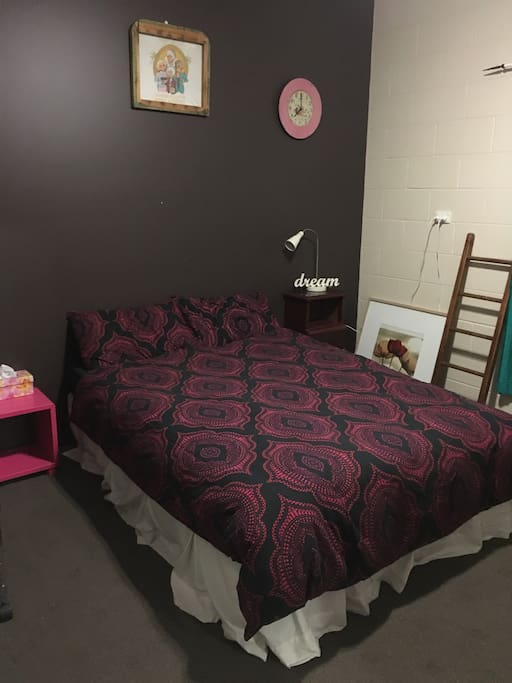 Queen size bed & spacious room.