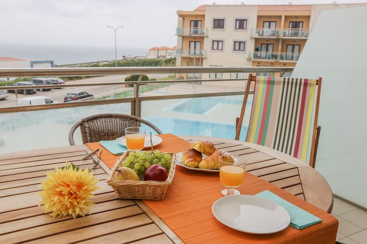 Like-home Apt with pool, sea view and garage