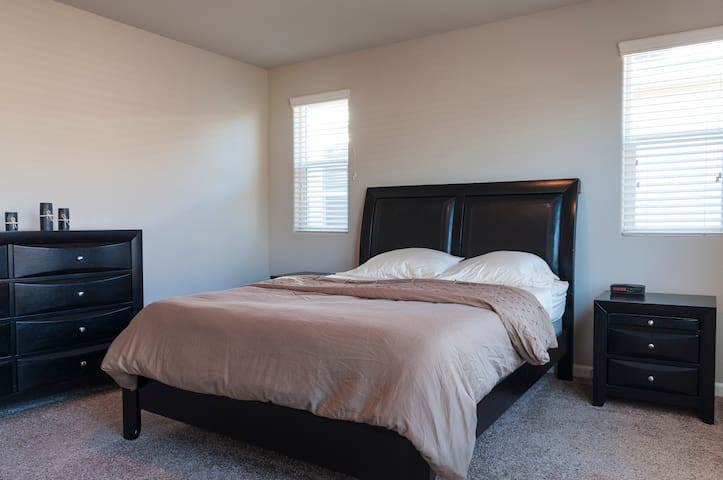 Master Suite w/private bathroom - Clovis - Casa
