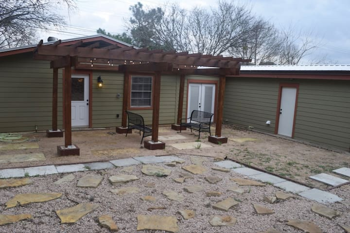 Practical, Close-in South Austin 3 Bedroom House