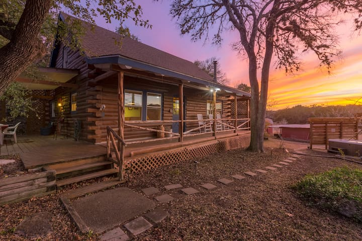 Gorgeous Log Home on Private Acres
