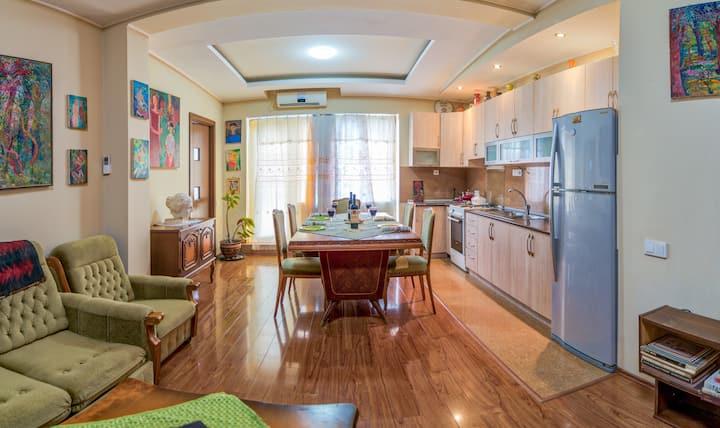 Zura's Art Gallary Apartament