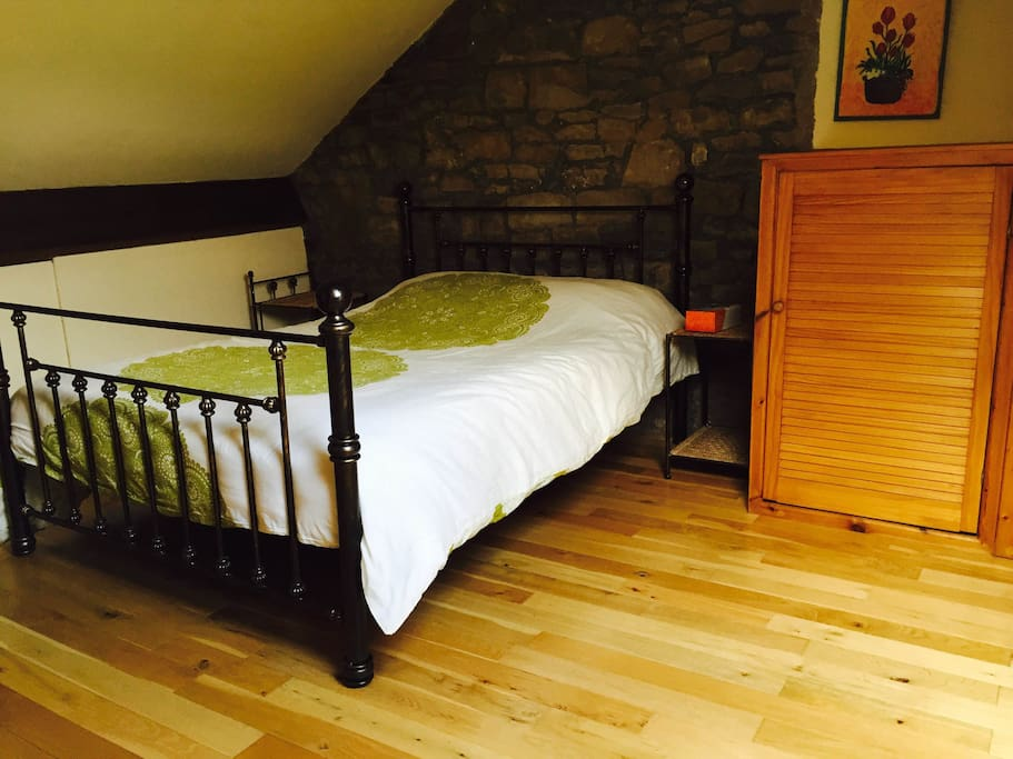 Double room with en suite bathroom (not shared)