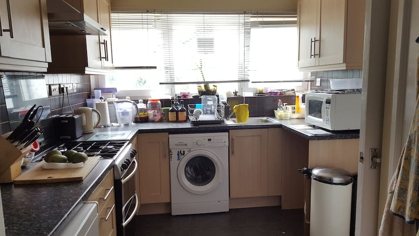 Large spacious double room in bubbling Brixton