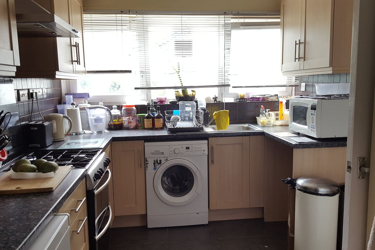 Kitchen- everything available to use, microwave, kettle, toaster, cooker with oven and washing machine.