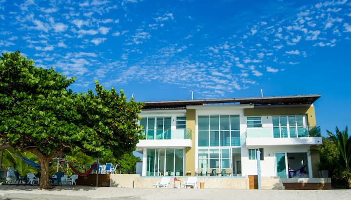 Lujosa casa frente al Mar Caribe