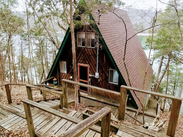 Cozy Cabin in the woods on Norris Lake