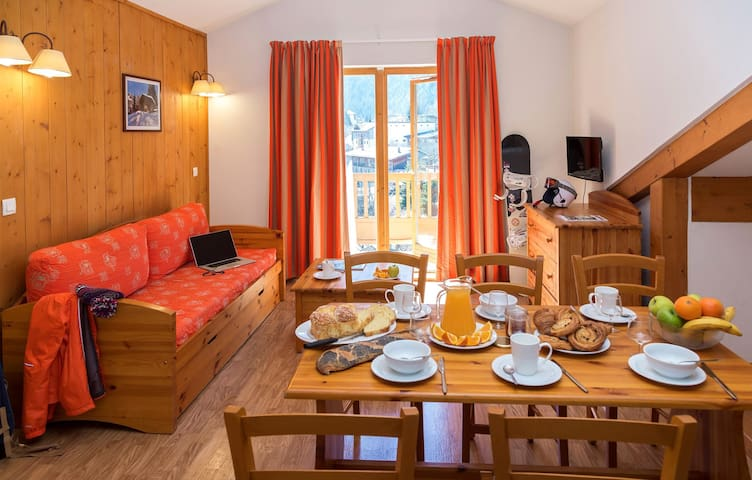 Group Ski Holiday Apartment with Balcony at Amazing Low Rates!