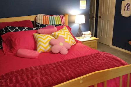 Lake Highlands Queen Guest Room - Dallas