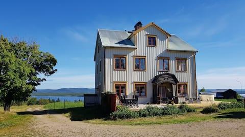 Stort hus med vacker utsikt!
