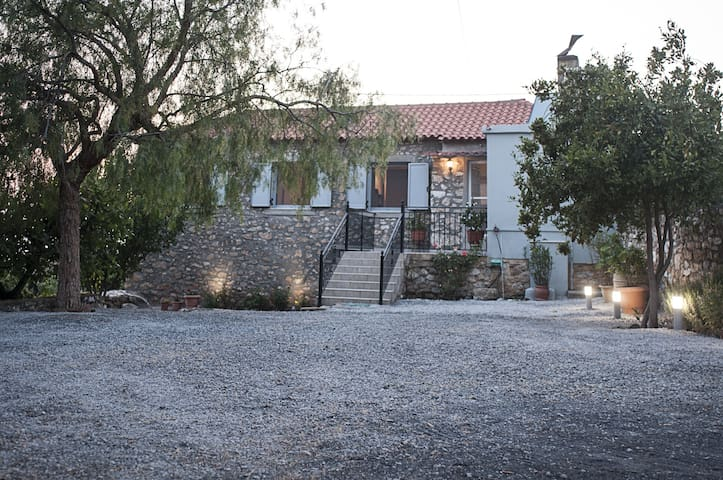 Stone Villa with garden and 5mins from the beach