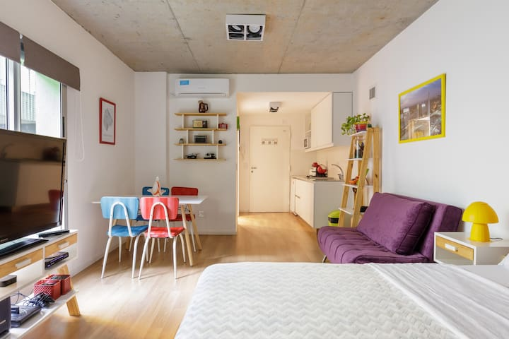 Apartamento moderno estilo Retro Amenities/Parking