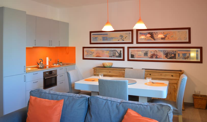 THE ORANGE APARTMENT: 2 MIN FROM THE LAKE GARDA - Salò - Apartamento