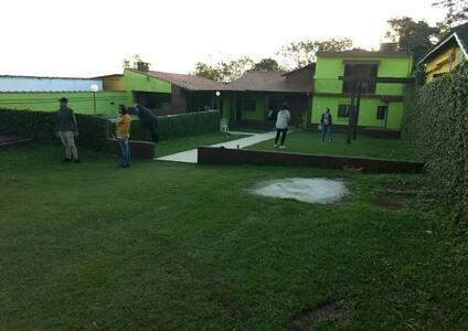 Chácara piscina área churrasco completa 15 pessoas