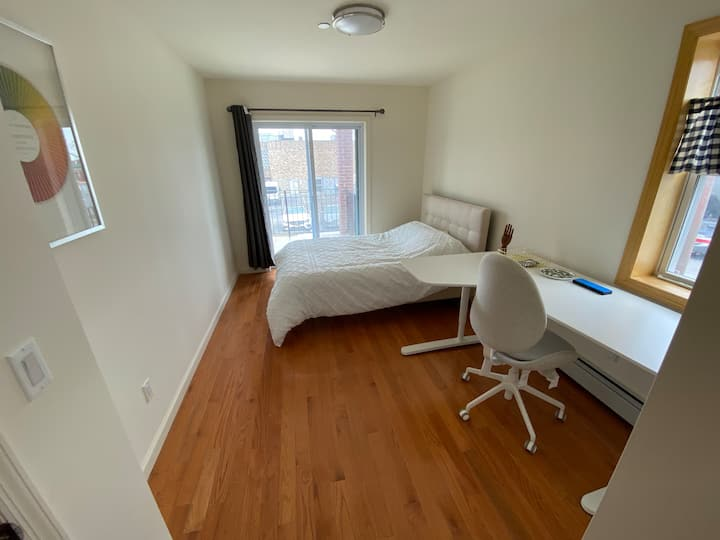 Bayside 3 BR 2 bath with Parking, Laundry and WFH