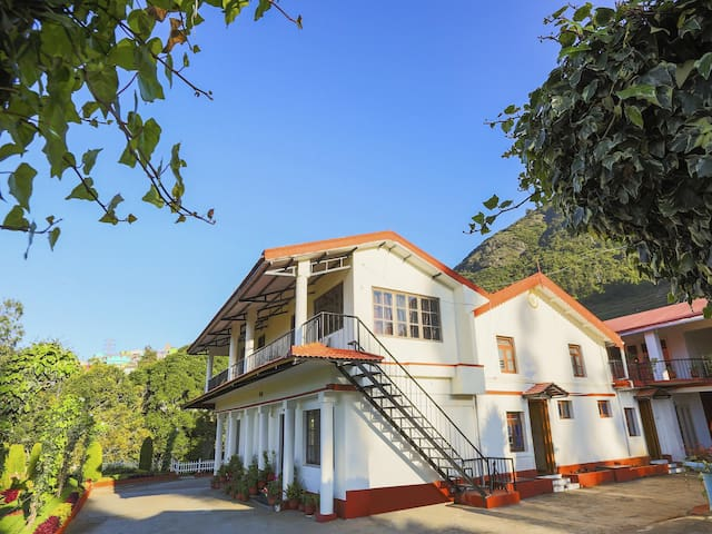 OYO - Elegant 1BR Stay in Ooty - Marked Down