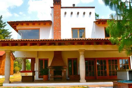 Mintzitani Casa Tzintzuntzan a Orilla de Lago