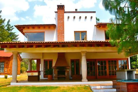 Casa Bugambilia  Tzintzuntzan Orilla Lago*family home