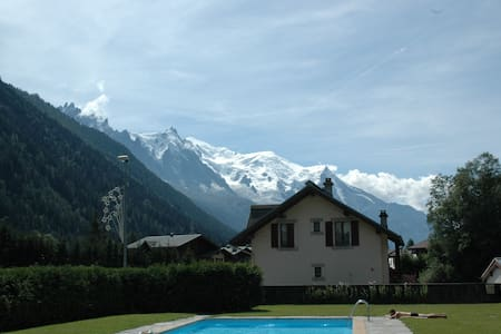Ski at Grands-Montets - Shops and view Mont-Blanc