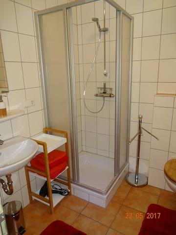Badzimmer mit Dusche...
