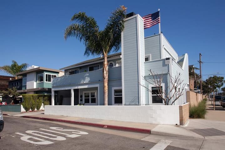 COZY CORNER CLOSE to the beach BEST AREA 1 Bedroom - Newport Beach - House