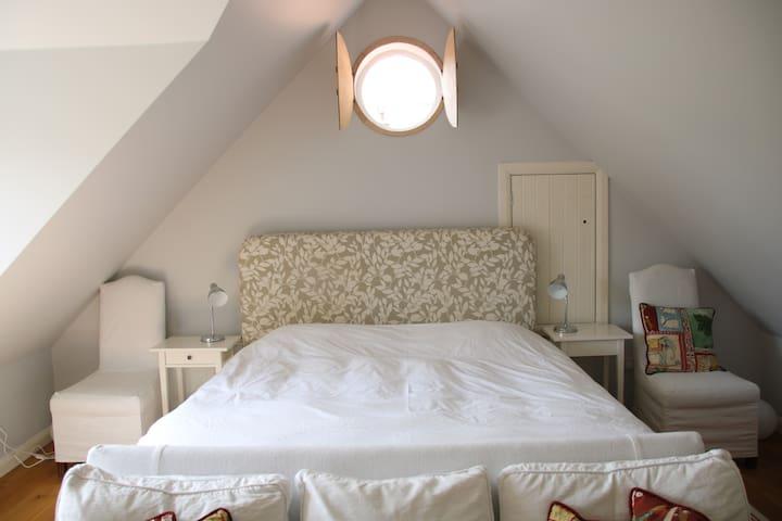 Sleeping area - 6ft bed