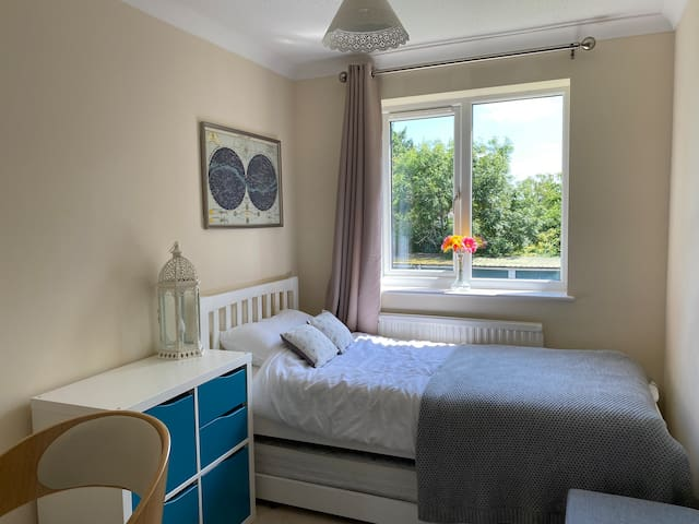 Second bedroom in Oxford Airbnb