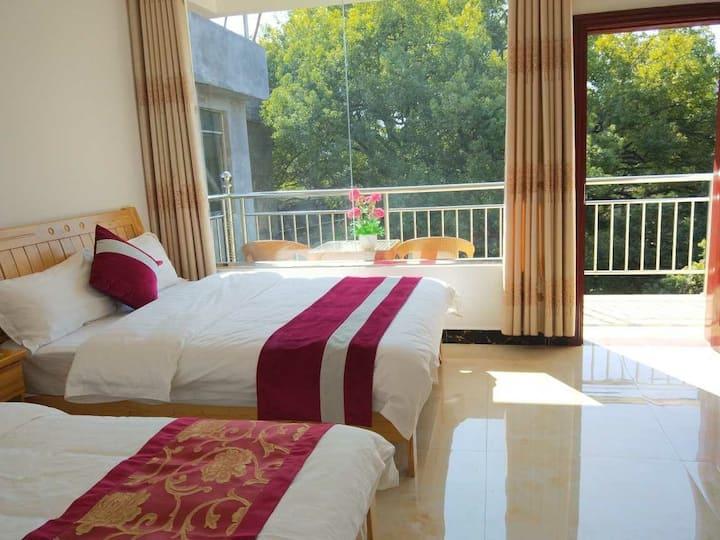 观景阳台亲子房~405双床,可入住3人