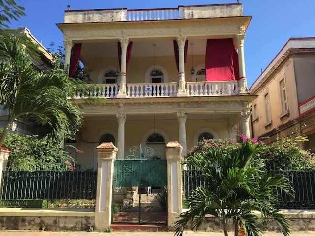 Grand Luxury-old villa with Breakfast