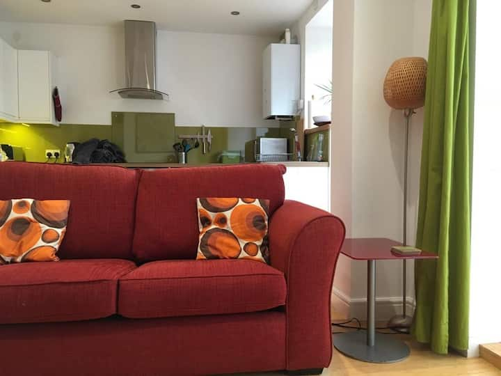 Self-contained Southville flat, perfect location!