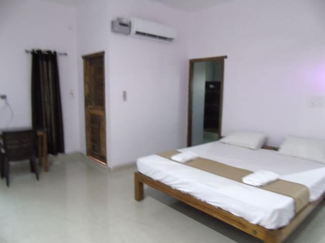Badrinath House Apartment Kuberan
