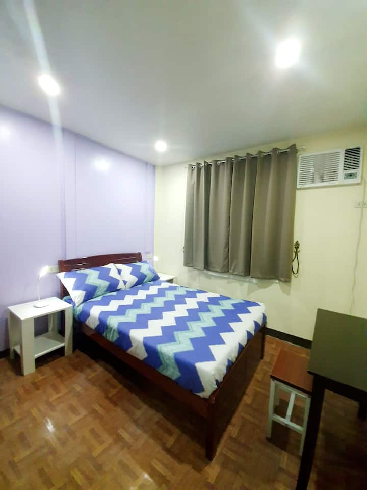 Clean and spacious room near the airport