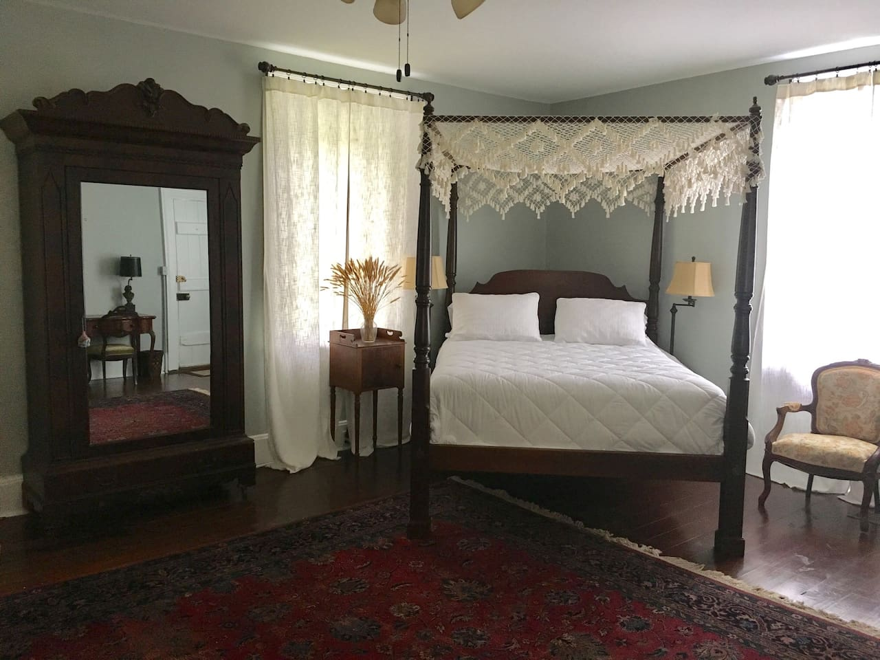 Queen Bed in Billiard Room Suite