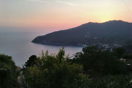 Monolocale in villetta collina-mare - Moneglia - Aarde Huis