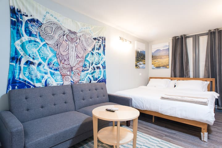 """""""This Airbnb, was great. The other guest were great people, Vee, was an amazing host. It was clean, everything we needed was there and if we ever needed anything Vee was a phone call away. I HIGHLY recommend the stay here."""" -Carlos"""