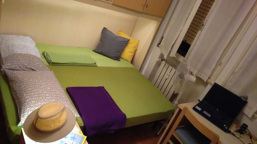 Nice room and easy reach of Padova centre and more - Padua