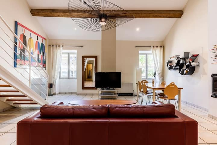 Villeneuvette, appartement loft sur la place