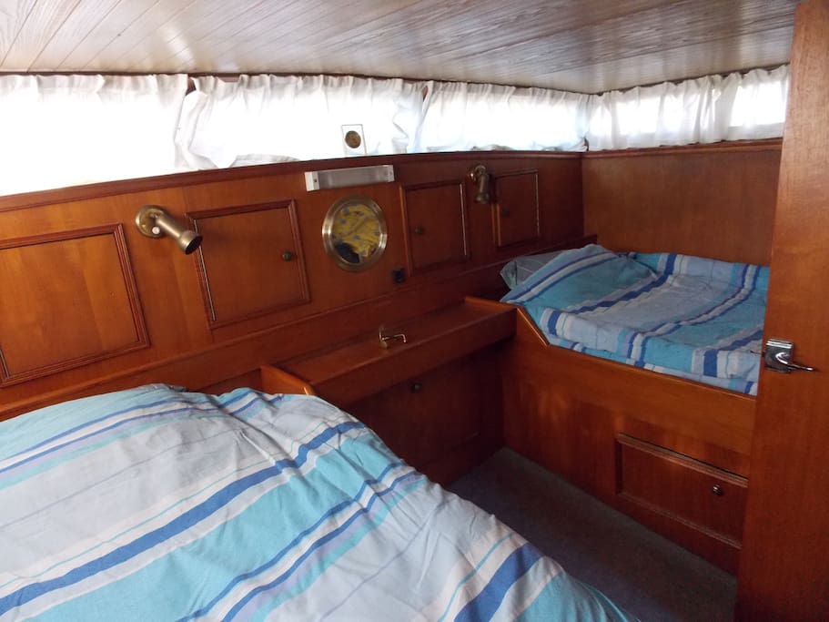 La cabine arrière compte 2 lits.
