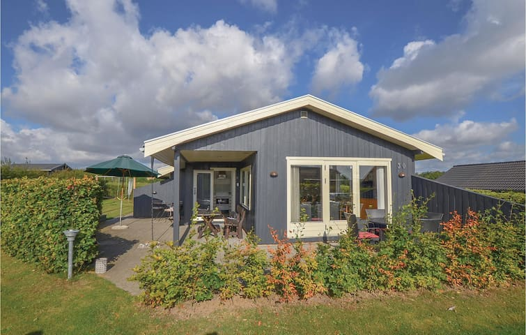 Holiday cottage with 3 bedrooms on 74 m² in Frørup