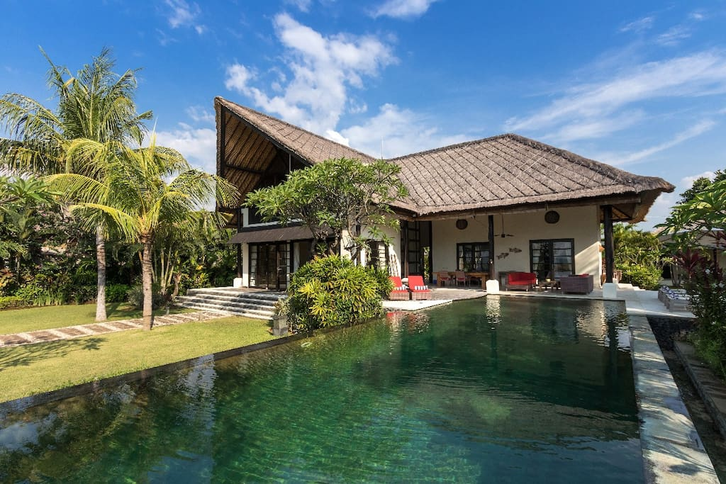 The front of the property with infinity pool and 5 bedrooms