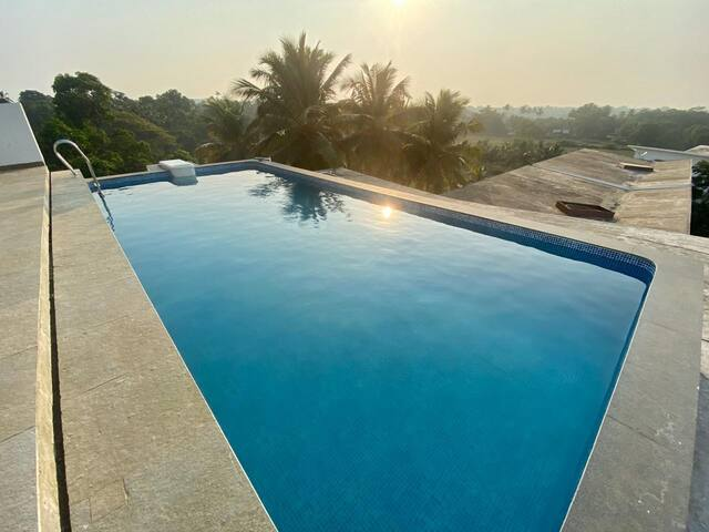 3 Bedroom Condo Apartment with Rooftop Pool